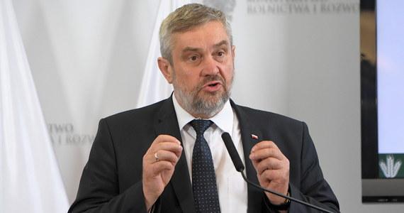 W związku z suszą rolnicy po oszacowaniu strat będą mogli liczyć na dodatkową nadzwyczajną pomoc rządu - zapowiedział w piątek minister rolnictwa Jan Krzysztof Ardanowski. Dodał, że specjalne komisje szacujące straty mają powstać do końca przyszłego tygodnia.