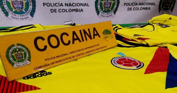 Celnicy na lotnisku w stolicy Kolumbii Bogocie odkryli przemyt kokainy w sportowych strojach, w takich samych w jakich występują na piłkarskich mistrzostwach świata w Rosji reprezentanci tego kraju.