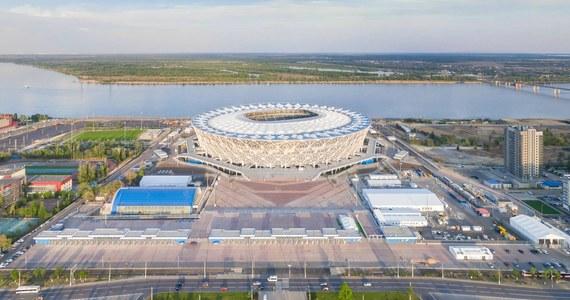 Inwazja meszek groźniejszych niż komary na Wołgograd. W tym mieście polska reprezentacja zagra w czwartek. Stadion usytuowany jest tuż nad brzegiem Wołgi.