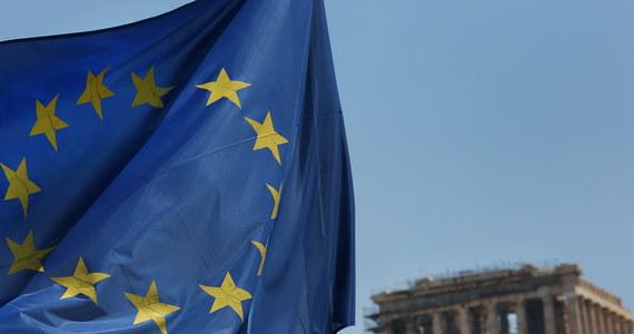 """Grecki rząd z zadowoleniem przyjął  jako """"historyczne"""" porozumienie osiągnięte przez jego wierzycieli, które pozwoli Grecji na samodzielne finansowanie się na rynkach bez nacisków, a Grekom - odetchnąć, podkreślił premier Aleksis Cipras. Usatysfakcjonowana jest też Komisja Europejska."""