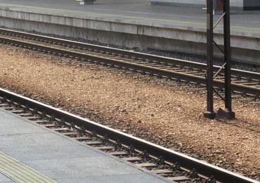 Zderzenia pociągu z samochodem osobowym w Przesławicach. Są utrudnienia