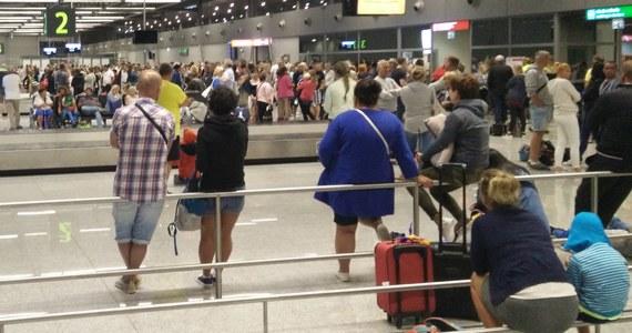 Kilka godzin w oczekiwaniu na bagaż spędziły tej nocy setki pasażerów na lotnisku w Pyrzowicach. Informację w tej sprawie dostaliśmy od Was na Gorącą Linię RMF FM.