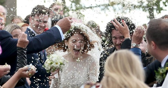 """Drogie panie, Jon Snow nie jest już do wzięcia. Odtwórca jednej z głównych ról w serialu """"Gra o tron"""" Kit Harington ożenił się z Rose Leslie, która zagrała rolę Ygritte."""