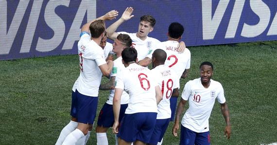 Anglicy i Belgowie awansowali do 1/8 finału mistrzostw świata, mimo że w grupie G do rozegrania pozostała jeszcze trzecia kolejka spotkań. Z mundialem żegnają się Panamczycy i Tunezyjczycy. W niedzielę Anglia rozgromiła Panamę 6:1 (5:0). Hat-trickiem popisał się Harry Kane, który z dorobkiem pięciu goli objął prowadzenie w klasyfikacji najskuteczniejszych. Po cztery trafienia zanotowali dotąd Portugalczyk Cristiano Ronaldo i Belg Romelu Lukaku.