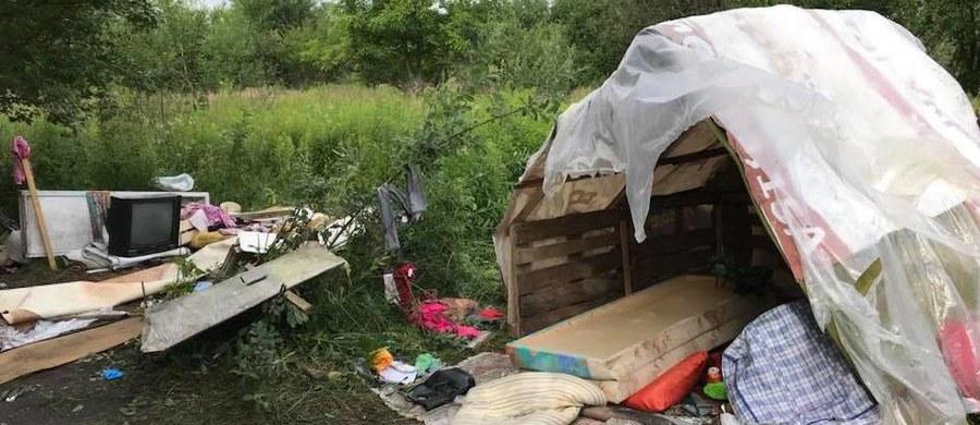 Jedna osoba została zabita, a cztery ranne w ataku na obóz Romów, do którego doszło na przedmieściach Lwowa – poinformowała w niedzielę lokalna policja. Do napadu doszło w sobotę w nocy. To kolejny w ostatnich miesiącach brutalny napad na przedstawicieli społeczności romskiej na Ukrainie.