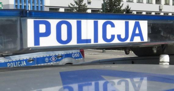 Zwłoki dwóch osób znaleziono w domu jednorodzinnym w miejscowości Roków niedaleko Wadowic. Według wstępnych informacji ofiary to małżeństwo w wieku 73 i 75 lat.
