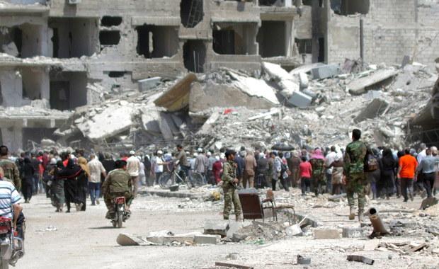 Rosjanie kontynuowali w niedzielę naloty w południowo-zachodniej Syrii, a syryjska armia odnotowała tam znaczne postępy w swej ofensywie przeciwko rebeliantom. Tymczasem USA przekazały rebeliantom, że nie mogą liczyć na ich pomoc.