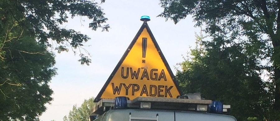 W karambolu w Rudkach w powiecie obornickim w Wielkopolsce rannych zostało 7 osób. Na drodze wojewódzkiej Oborniki - Czarnków zderzyło się 5 samochodów. W miejscu wypadku są duże utrudnienia. Policja wyznaczyła objazdy.