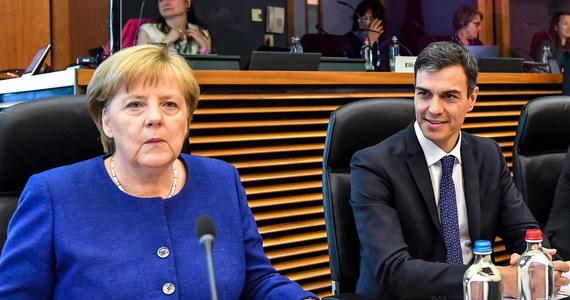 Niedzielne spotkanie 16 przywódców krajów UE nie przyniosło konkretnego rozwiązania problemu migracji. Liderzy nie przyjęli deklaracji końcowej. Włochy przedstawiły swój plan m.in. w sprawie podziału migrantów; Niemcy chcą porozumień w mniejszych grupach.