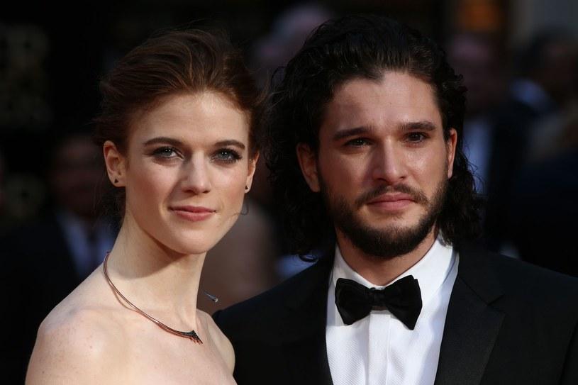 """Jon Snow nie jest już do wzięcia. Odtwórca jednej z głównych ról w serialu """"Gra o tron"""", Kit Harington ożenił się z Rose Leslie, która zagrała w produkcji HBO rolę Ygritte."""