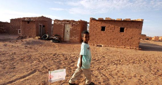 W ciągu ostatnich 14 miesięcy Algieria wydaliła z kraju ponad 13 tys. migrantów, w tym ciężarne kobiety i dzieci, zostawiając ich na Saharze bez wody i jedzenia. Niektórzy nie przeżywają podróży przez nagrzaną w słońcu pustynię - pisze agencja AP.