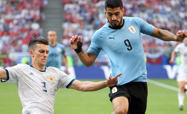 To była różnica klasy. Urugwaj wygrał z reprezentacją Rosji 3:0 i zapewnił sobie pierwsze miejsce w grupie A. Tym samym podopieczni Oscara Tabareza z kompletem zwycięstw i bez straty bramki awansowali do 1/8 finału. Tam, spotkaja się z drużyna, która zajmie 2. miejsce w grupie B. Do rundy pucharowej awansowała tez Rosja.
