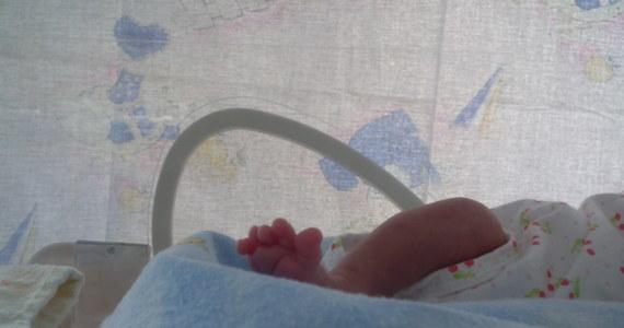 Dwa promile alkoholu we krwi miało dziecko, który przyszło na świat w szpitalu w Krapkowicach (woj. opolskie). Jego matka w chwili porodu miała we krwi jeden promil alkoholu. Szpital zapowiada zgłoszenie sprawy do prokuratury.