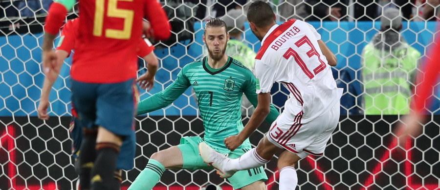 Co to był za mecz! Maroko dwukrotnie wychodziło na prowadzenie, a Hiszpania dwa razy odrabiała straty. Ostatecznie na stadionie w Kaliningradzie padł remis 2:2. W drugim meczu tej grupy Portugalia zremisowała z Iranem 1:1, a to oznacza, że z pierwszego miejsca do fazy pucharowej awansuje Hiszpania, a z drugiego Portugalia. Podopieczni Fernando Hierro w 1/8 finału zagrają z Rosją.