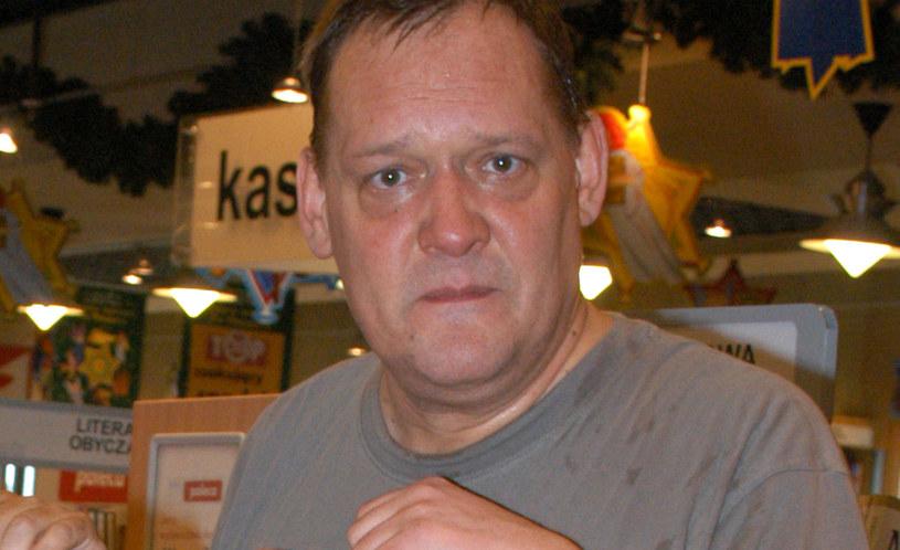 W środę, 27 czerwca, mija dokładnie rok od tragicznej śmierci Piotra Bikonta. Dziennikarz i publicysta, reżyser i krytyk kulinarny zginął w wypadku samochodowym w wieku 62 lat.