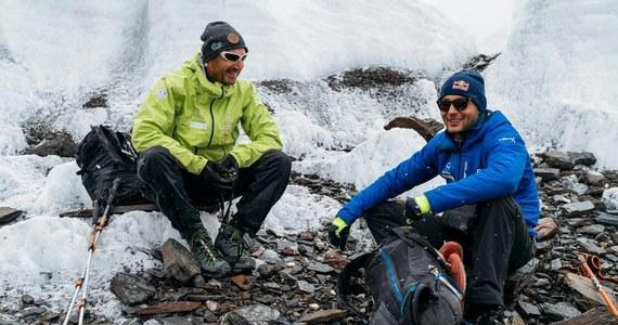 Andrzej Bargiel, który ponownie podejmuje próbę zjazdu na nartach z drugiego szczytu ziemi K2, dotarł już do Karakorum i rozpoczął akcję górską. Wraz z Januszem Gołąbem wyruszył w stronę Gaszerbruma II. Wejście na ten ośmiotysięcznik ma pomóc mu w odpowiedniej aklimatyzacji. Tuż przed wyjściem z bazy rozmawiał z nim dziennikarz RMF FM Maciej Pałahicki.