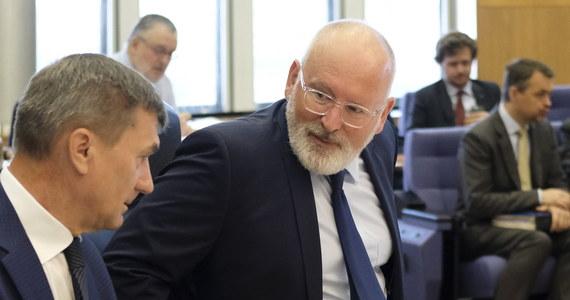 Wiceszef Komisji Europejskiej Frans Timmermans dostał w środę od kolegium komisarzy mandat do wszczęcia procedury o naruszenie prawa UE wobec Polski w tych sprawach, które uzna za stosowne - podało PAP źródło unijne. Według rozmówcy PAP, będzie to oznaczało, że w najbliższym czasie Komisja rozpocznie procedurę dotyczącą ustawy o Sądzie Najwyższym.