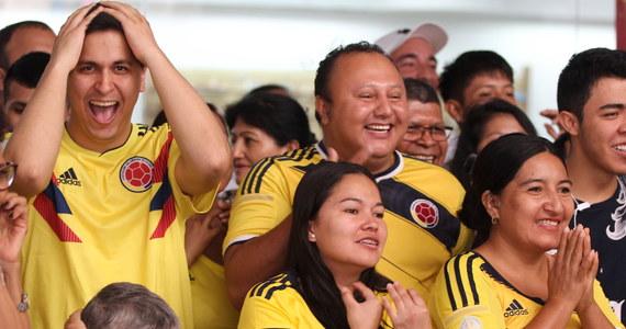 Niedzielny mecz Polaków z Kolumbią nie kojarzy nam się zbyt dobrze. Nasza reprezentacja w słabym stylu przegrała z południowoamerykańską drużyną 0:3 i odpadła z dalszej rywalizacji. Jednak nie wszystkim ten dzień będzie kojarzył się negatywnie. Ta para na pewno zapamięta ten dzień do końca życia!