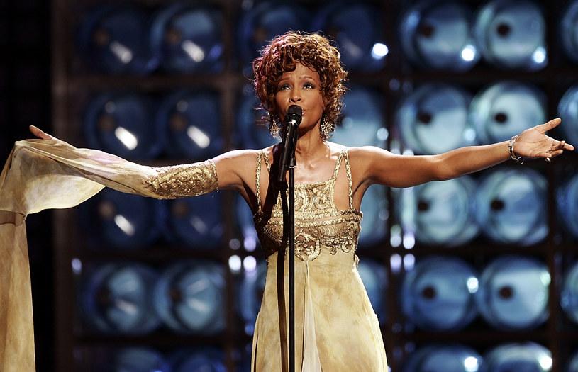 W piątek, 6 lipca, na ekrany kin wejdzie wyreżyserowany przez Kevina Macdonalda film dokumentalny opowiadający historię Whitney Houston. Legendarna wokalistka zmarła 11 lutego 2012 roku.