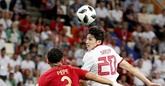 23-letni irański piłkarz Sardar Azmoun zrezygnował z dalszej gry w reprezentacji z powodu obelg pod jego adresem. Przyznał, że zrujnowały one zdrowie jego matce. W mistrzostwach świata wystąpił we wszystkich trzech meczach grupowych.