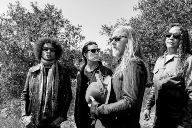 """Zapowiadany już przez nas nowy album Alice In Chains do sprzedaży trafi 24 sierpnia. Szykowany po pięciu latach przerwy materiał otrzymał tytuł """"Rainier Fog""""."""