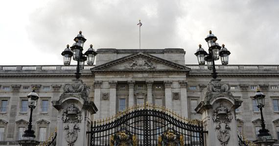Brytyjska królowa Elżbieta II nie czuje się dobrze i nie wzięła udziału w czwartkowym nabożeństwie w katedrze św. Pawła. Królowa ma 92 lata.