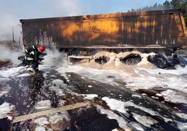 Tragiczny wypadek na trasie S7. Po zderzeniu pojazdów pojawił się ogień