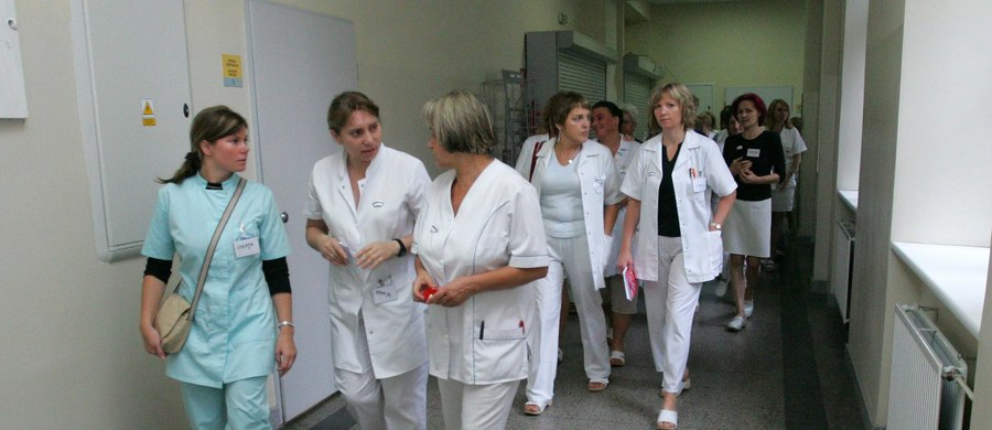 Szpital Kliniczny nr 4 w Lublinie zawiesza działanie oddziału ratunkowego. Powodem jest nieobecność wielu pielęgniarek, które korzystają ze zwolnień lekarskich. Domagają się podwyżek.