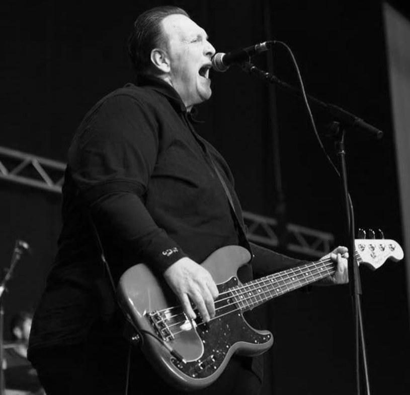 """Nazywany """"punkową ikoną"""" Steve Soto, basista amerykańskiej grupy The Adolescents, zmarł w środę (27 czerwca) w wieku 54 lat."""