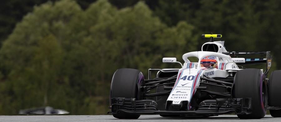 Robert Kubica (Williams-Mercedes) uzyskał najgorszy czas okrążenia spośród wszystkich kierowców startujących w pierwszym piątkowym treningu przed Grand Prix Austrii, dziewiątą rundą mistrzostw świata Formuły 1. Polak pokonał 38 okrążeń, a najszybsze z nich przejechał w 1.07,424. To wynik o ponad 2,5 s słabszy od czasu najszybszego Brytyjczyka Lewis Hamiltona (Mercedes GP).