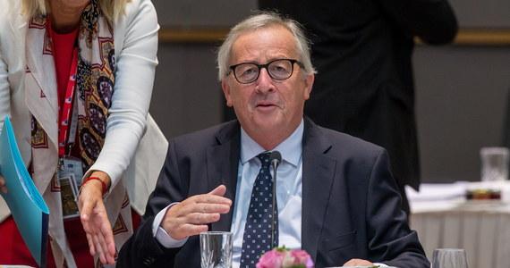 Jak dowiedziała się reporterka RMF FM Katarzyna Szymańska-Borginion z nieoficjalnych źródeł, trwają rozmowy między Fransem Timmermansem a Jean-Claudem Junckerem w sprawie rozpoczęcia postępowania wobec Polski w sprawie Sądu Najwyższego. Komisja z decyzją w tej sprawie może wstrzymać się do poniedziałku. Pierwotnie źródła wskazywały, że Bruksela może ją podjąć jeszcze dzisiaj.