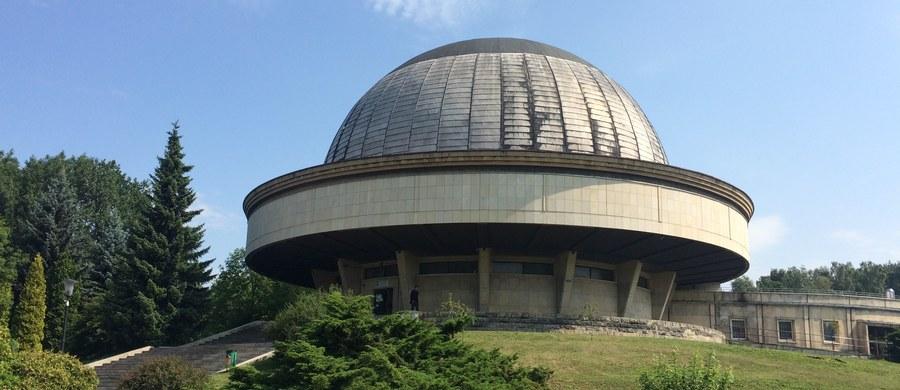 Jeszcze tylko 3 seanse i słynny 63-letni projektor Zeissa w Planetarium Śląskim w Chorzowie przejdzie na zasłużoną emeryturę. Od 1 lipca placówka będzie zamknięta. W ciągu dwóch lat zostanie zmodernizowana i przebudowana.