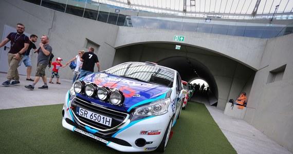 Dwa krótkie miejskie odcinki specjalne. Tak wyglądał pierwszy dzień zmagań w Rajdzie Śląska, który jest czwartą rundą rajdowych samochodowych mistrzostw Polski. Liderem po pierwszym dniu jest jeżdżący Skodą Mikołaj Marczyk.
