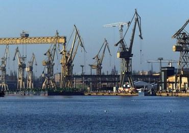 Nie żyje operator maszyny, który wpadł do wody w szczecińskiej stoczni