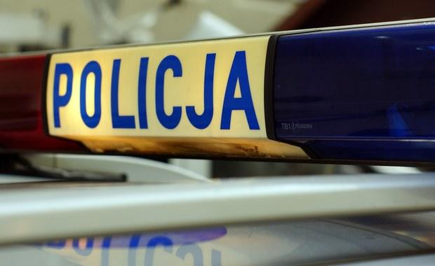 30-letni mężczyzna, który w bloku przy Al. Pokoju w Częstochowie groził, ze popełni samobójstwo, trafił na badania do szpitala. W jego mieszkaniu interweniowali policyjni negocjatorzy.