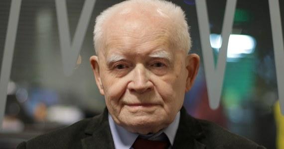 """""""Nic wykluczone na tym świecie nie jest, natomiast nie bardzo sobie wyobrażam, kto mógłby być tym drugim"""" –  tak Adam Strzembosz odpowiedział w Rozmowie w samo południe w RMF FM na pytanie, czy w Polsce po rozpoczęciu obowiązywania ustawy o Sądzie Najwyższym będziemy mieli dwóch Pierwszych Prezesów SN.  Prawnik podkreślił, że nie wyobraża sobie, by 3 lipca ktoś blokował Małgorzacie Gersdorf wejście do Sądu Najwyższego.  Prof. Strzembosz stwierdził też, że jego zdaniem ustawa o Sądzie Najwyższym nie obowiązuje, ponieważ jest niekonstytucyjna, a """"zmiana organizacji wewnętrznej SN do niczego nie uprawnia"""". Na pytanie Marcina Zaborskiego o to, czy """"nowi członkowie Krajowej Rady Sądownictwa to frustraci"""", odpowiedział krótko: """"W części tak"""". """"Nie wiem, dlaczego premier Mateusz Morawiecki czy minister Zbigniew Ziobro nie stoją sobie gdzieś popłakując. Nikt nie chce tego wykonywać!"""" - komentował nabór na ławników do SN."""