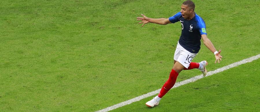 Francuz Kylian Mbappe, który wywalczył rzut karny i zdobył dwa gole dla drużyny narodowej w sobotnim meczu 1/8 finału mistrzostw świata w Rosji z Argentyną (4:3), został najszybszym piłkarzem świata. Podczas jednego ze sprintów osiągnął prędkość 38 km/h.