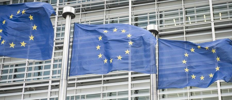 Komisja Europejska uruchamia procedurę wobec Polski w sprawie Sądu Najwyższego. Rząd w Warszawie dostał miesiąc na odpowiedź na zastrzeżenia Komisji w tej sprawie. Tymczasem KE nie wyklucza, że jeżeli będzie musiała złożyć pozew przeciwko Polsce do unijnego Trybunału Sprawiedliwości, to równocześnie poprosi o wdrożenie tzw. środków tymczasowych - ustaliła nieoficjalnie nasza brukselska korespondentka Katarzyna Szymańska-Borginion.