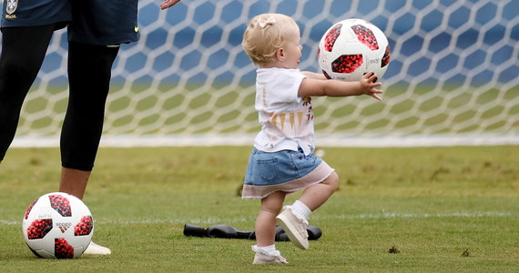 Piłkarze reprezentacji Brazylii, którzy zagrali w małym wymiarze czasowym lub wcale w poniedziałkowym meczu z Meksykiem (2:0) w 1/8 finału mistrzostw świata w Rosji, wzięli udział w treningu wyrównawczym. Na boisku pojawiły się dzieci, a na trybunach żony zawodników.