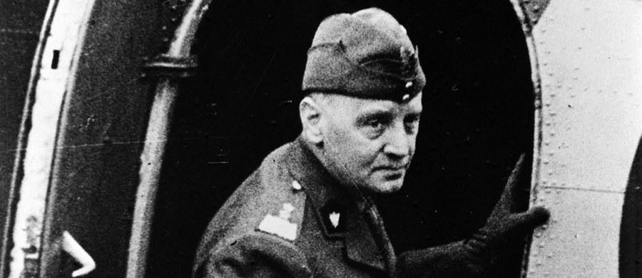 4 lipca 1943 r. w katastrofie samolotu nad Gibraltarem zginął gen. Władysław Sikorski, współautor zwycięstwa nad Armią Czerwoną w 1920 r., premier II RP. W czasie II wojny światowej Naczelny Wódz Polskich Sił Zbrojnych i szef rządu RP na uchodźstwie. Okoliczności jego śmierci do dziś budzą kontrowersje.