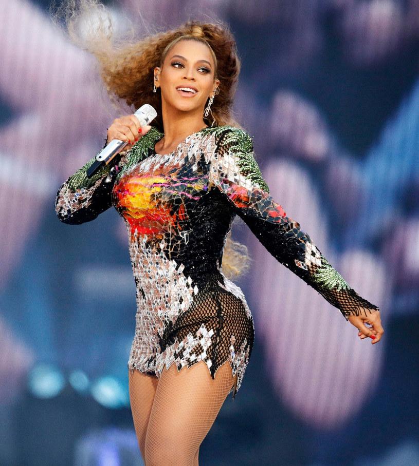 Wpadka z zepsutą platformą na koncercie Beyonce z Jayem-Z w Warszawie nie umknęła uwadze zagranicznych mediów.