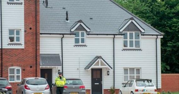 """Dwie osoby znalezione nieprzytomne w domu w mieście Amesbury w południowej Anglii zostały otrute - donosi brytyjski dziennik """"The Sun"""". Na początku marca zaledwie 10. kilometrów od Amesbury, w Salisbury - próbowano otruć byłego rosyjskiego szpiega Sierigieja Skripala i jego córkę, o co Wielka Brytania oskarżyła Rosję. Antyterroryści wyjaśniają sprawę."""