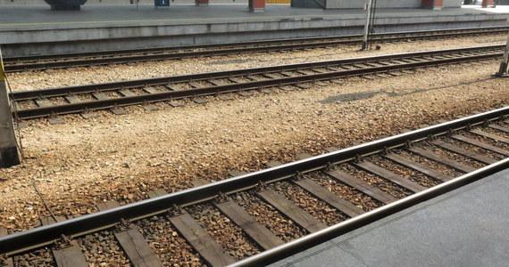 Matka 5-letniego chłopca, który wiosną tego roku na częstochowskim dworcu wpadł w szczelinę między krawędzią peronu a ruszającym pociągiem, odpowie przed sądem za narażenie chłopca na bezpośrednie niebezpieczeństwo utraty życia lub ciężkiego uszczerbku na zdrowiu.