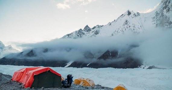 Nie będzie zdobycia Gaszerbruma II i aklimatyzacji na tym ośmiotysięczniku. Powodem są bardzo obfite opady śniegu i duże zagrożenie lawinowe.