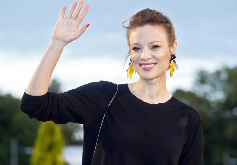 """W nowym serialu TVN """"Pod powierzchnią"""" nie zagra jednak Alicja Bachleda-Curuś. Aktorkę zastąpi Magdalena Boczarska. Skąd ta zmiana?"""