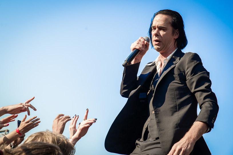 Pierwszego dnia odbywającego się w Gdyni Open'er Festivalu na scenie głównej zaprezentowali się między innymi Nick Cave i jego Bad Seeds. Zobaczcie, jak było podczas ich występu.