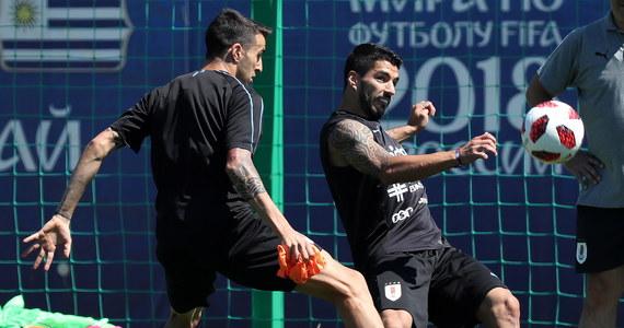 """Solidną defensywę Urugwaju, która straciła tylko jedną bramkę w czterech meczach piłkarskich mistrzostw świata w Rosji, w piątek w Niżnym Nowogrodzie przetestują Francuzi z Kylianem Mbappe na czele. """"Urusi"""" liczą też na powrót do zdrowia Edinsona Cavaniego."""