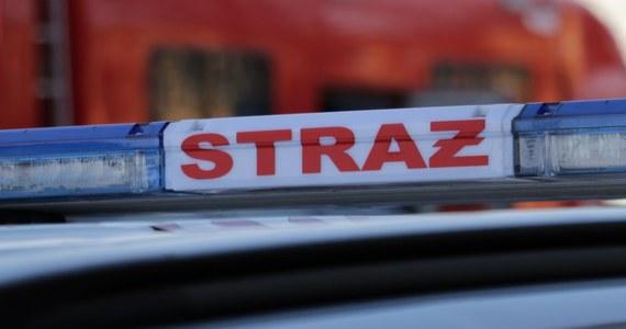 Pożar w Poznaniu na ulicy Drzymały. Palliły się opuszczone garaże.