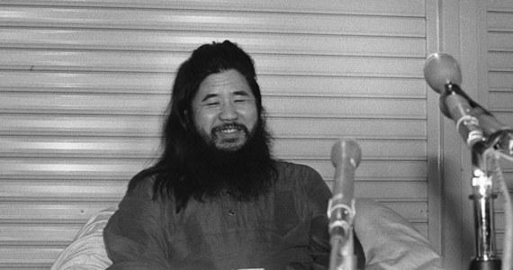 Wykonano wyrok śmierci na 7 członkach sekty Aum (łącznie z przywódcą Shoko Asahara) - podała agencja Kyodo w piątek. Sekta dokonywała zamachów na terenie Japonii z użyciem sarinu. W zamachu w tokijskim metrze w 1995 r. zginęło 12 osób, a ponad 5 tys. zostało rannych.