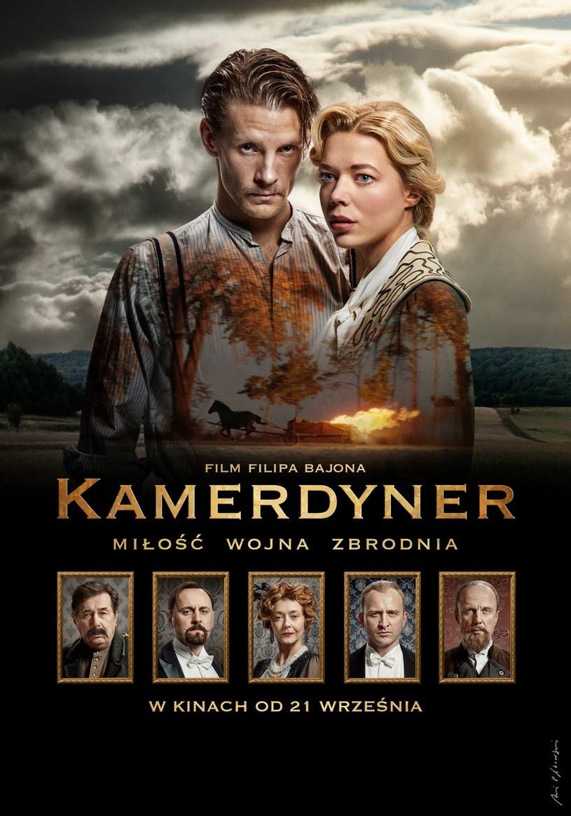 """Jesienią z plakatów reklamujących film """"Kamerdyner"""" spoglądać będą Sebastian Fabijański i Marianna Zydek, odtwórcy głównych ról w tym epickim obrazie Filipa Bajona. Aktorzy przyznają, że ich relacja na planie była skomplikowana."""